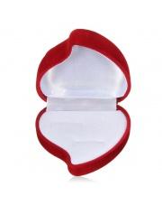Czerwone klasyczne pudełko na obrączki lub pierścionki